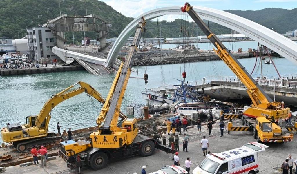 VIDEO | Colapsó un puente en Taiwán y diez personas resultaron heridas