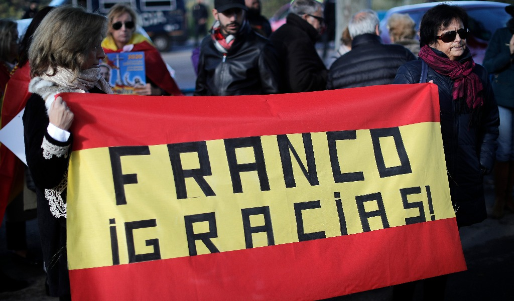 España exhuma restos del dictador Franco después de 40 años