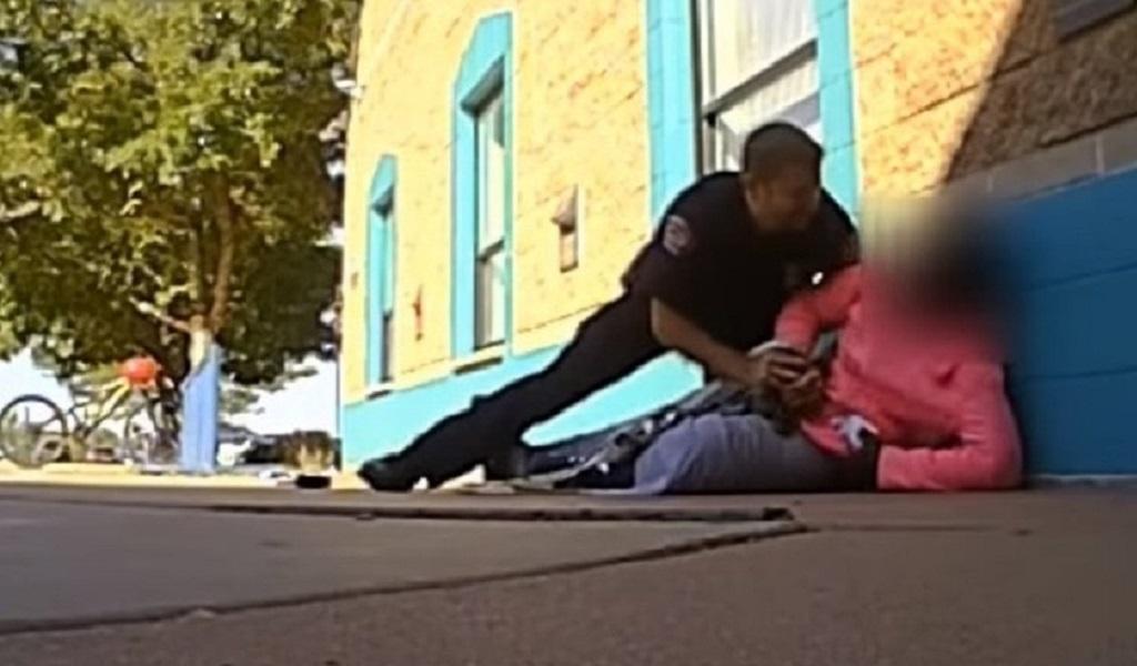 Policía, afro, agrede, policía agrede a niña, video