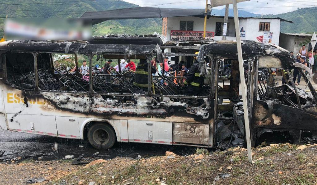 Bus escolar se incendió con los estudiantes dentro