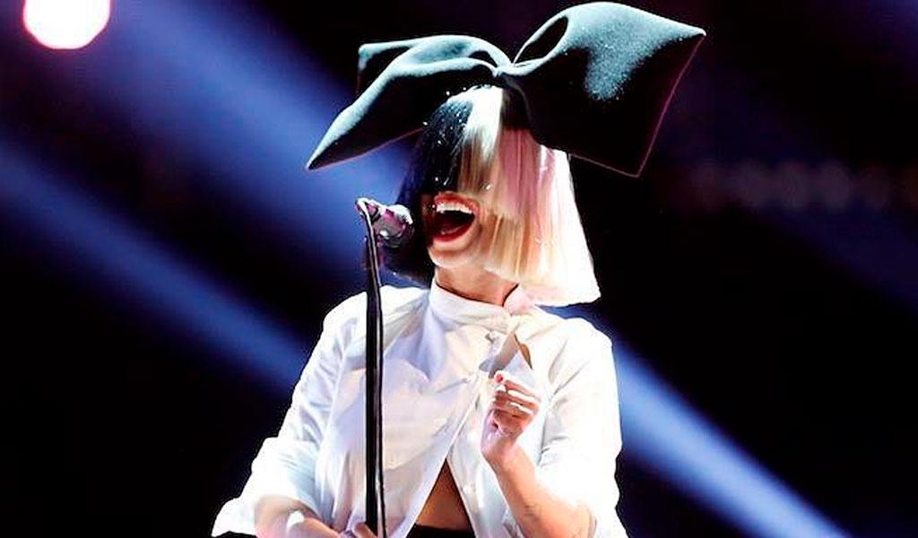 La extraña enfermedad neurológica que sufre Sia