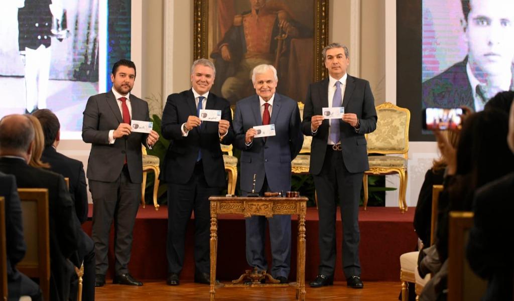 Duque hizo homenaje a Jorge Barón por sus 50 años de labores