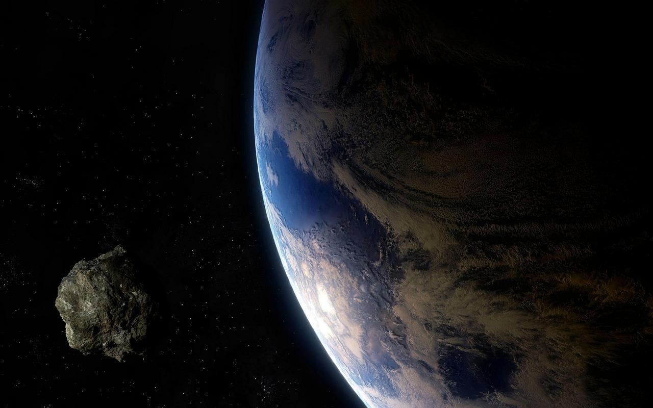 Tierra, cerca, peligroso, video, grabación, se acerca un asteroide