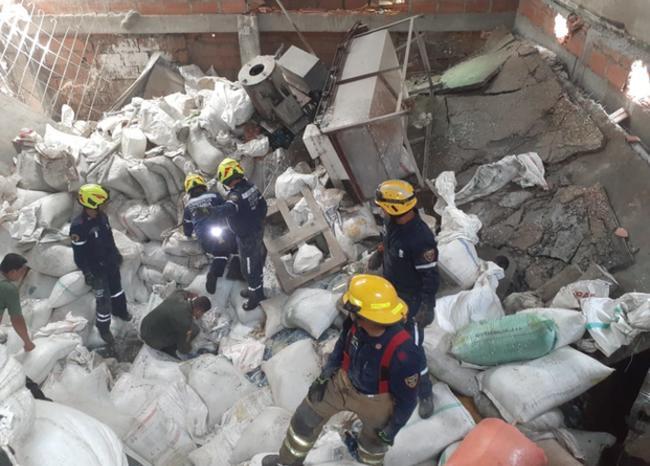 Una persona muerta dejó colapso de bodega en Medellín