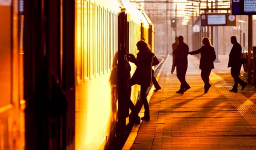 mujer, tren