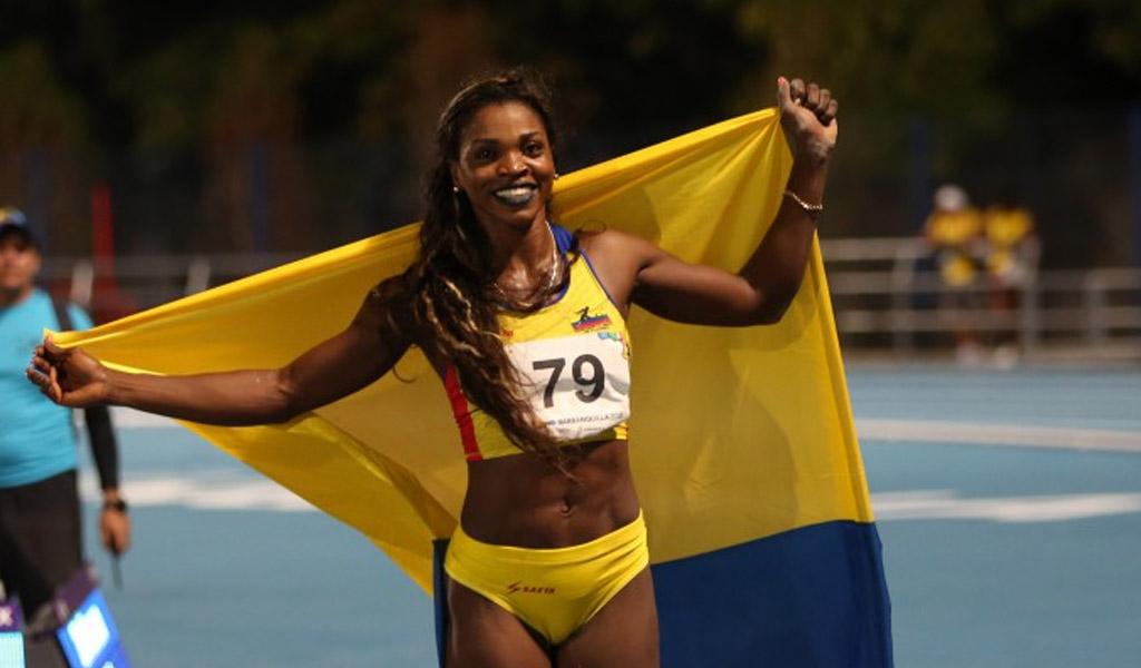 Caterine Ibargüen en el podio del Mundial de Atletismo