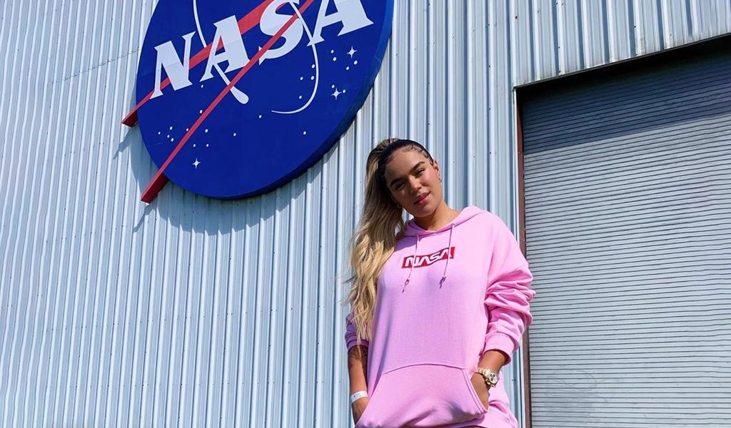 Karol G cumplió sueño de visitar la NASA