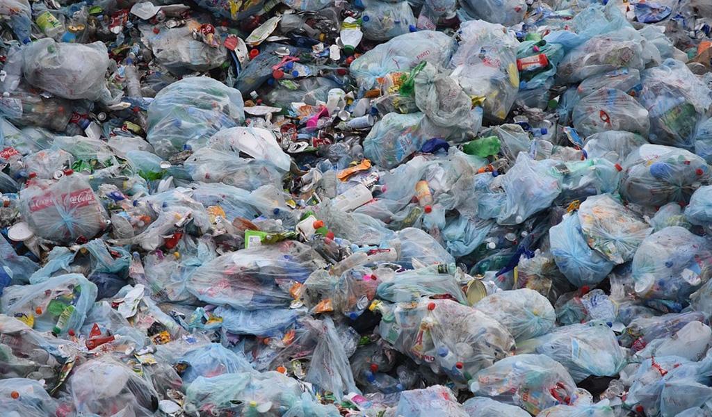 Quiénes generan las islas de plástico en el Atlántico sur