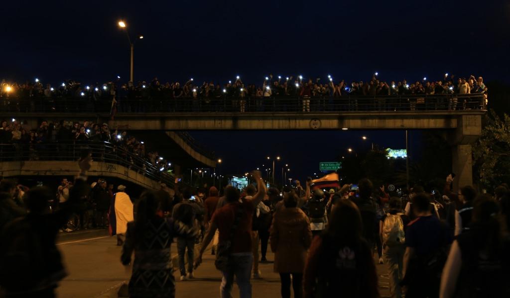Joven cayó de un puente en medio de las marchas en Bogotá
