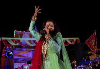 En India se mezcla música pop con odio