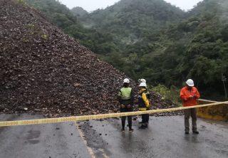 Por derrumbe, cerrada autopista Medellín-Bogota