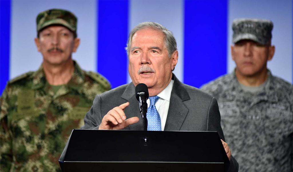 Renunció el ministro de Defensa, Guillermo Botero