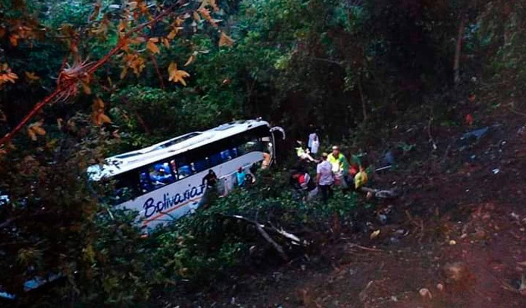 Bus cayó a un abismo y una niña venezolana murió