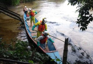Derrame de petroleo en el río Sardinata, región del Catatumbo