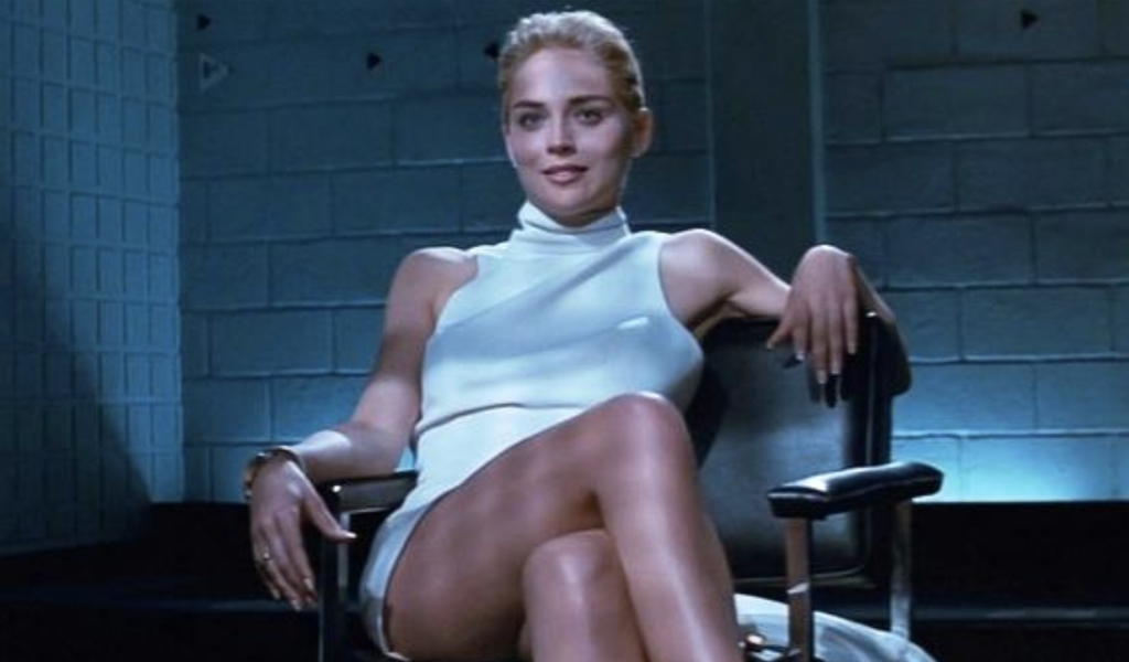 Sharon Stone recrea icónica escena de 'Instinto básico'