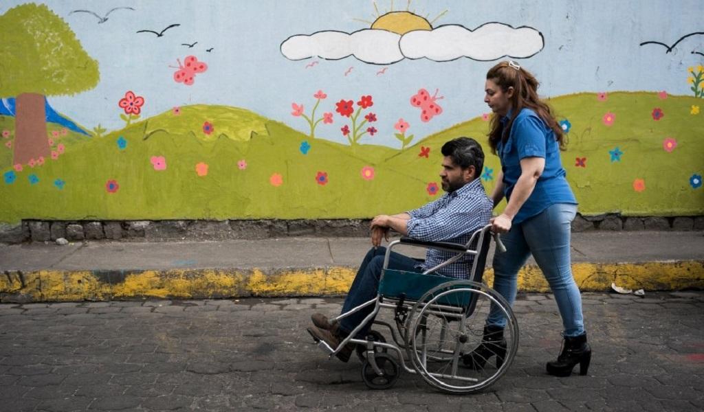 Médico venezolano rehace su vida desde las heridas