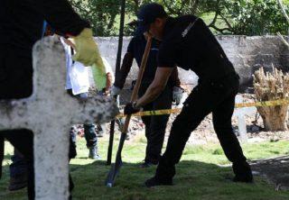 ¿Por qué la JEP exhuma restos de un cementerio?