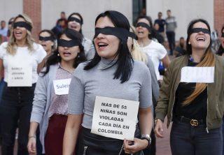 """Periodistas replican """"Un violador en tu camino"""""""