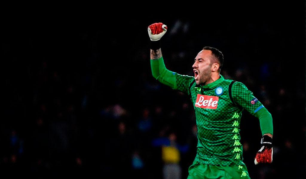 Ospina ataja penal y el Nápoles avanza a cuartos de final