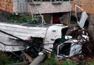 Diez lesionados deja accidente de ruta escolar en Bogotá