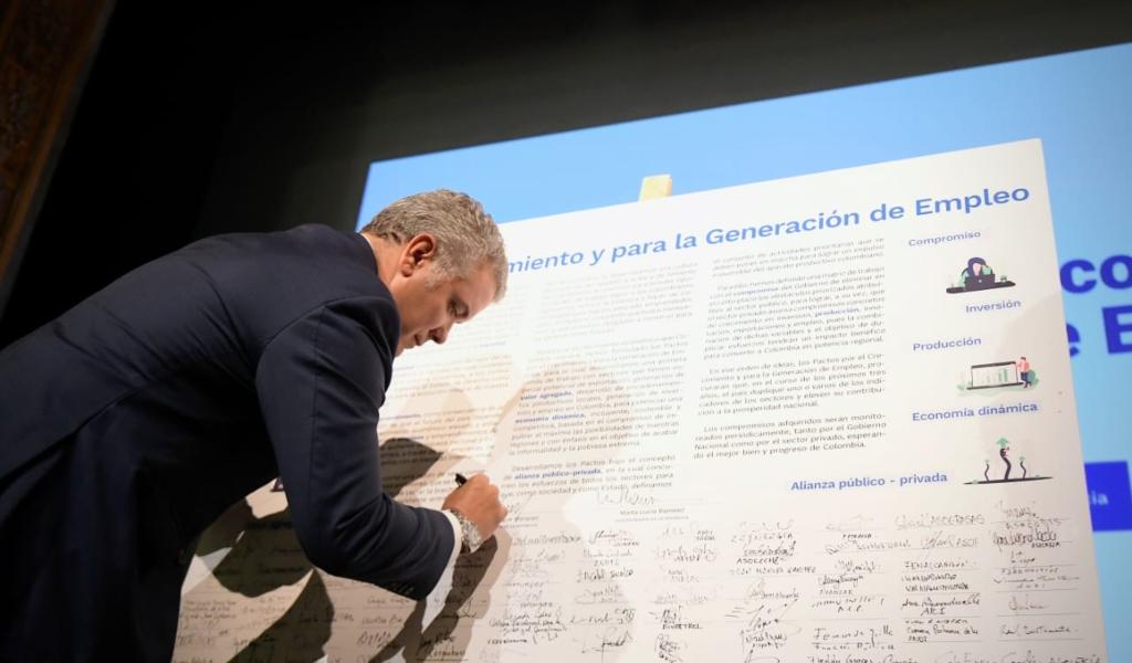 Duque firmó diez pactos para generación de empleo