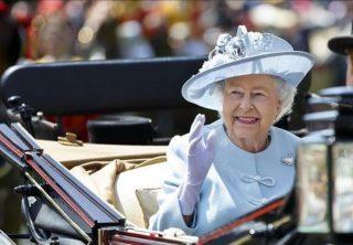 Reina Isabel II aprueba plan de Brexit