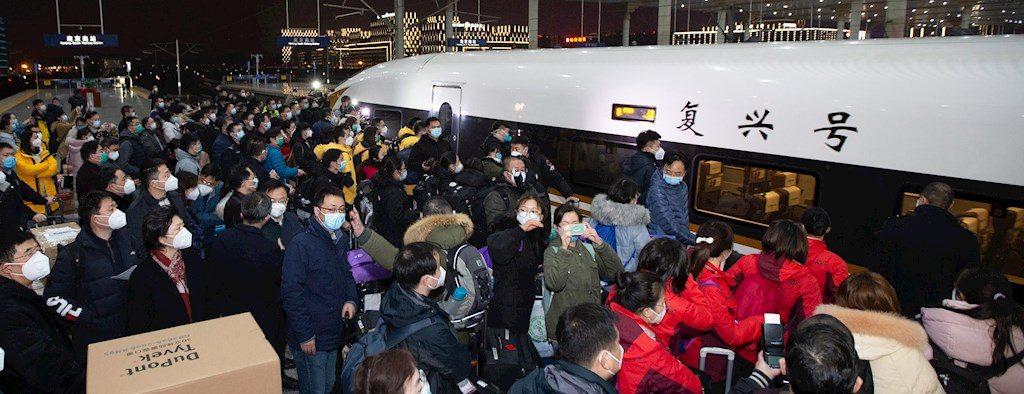 Más de cinco millones de habitantes abandonaron Wuhan