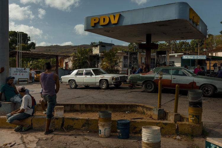 Gobierno de Venezuela cede al control del petróleo