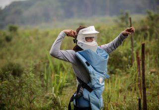 Un día de trabajo de las mujeres desminadoras en Caquetá