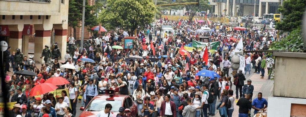 Disturbios sobre la carrera Séptima en Bogotá