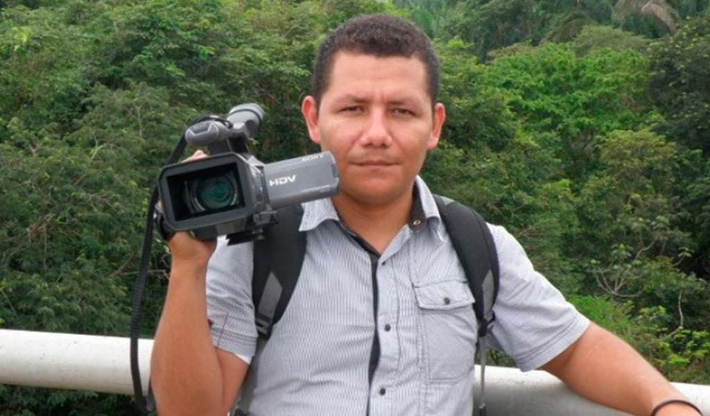 Amenazan a periodista en vivo por no obedecer el paro armado