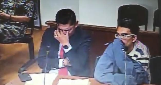 Lágrimas de un abogado defensor causan controversia