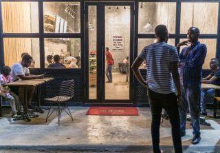 Jóvenes somalíes ayudan cuando el gobierno no puede