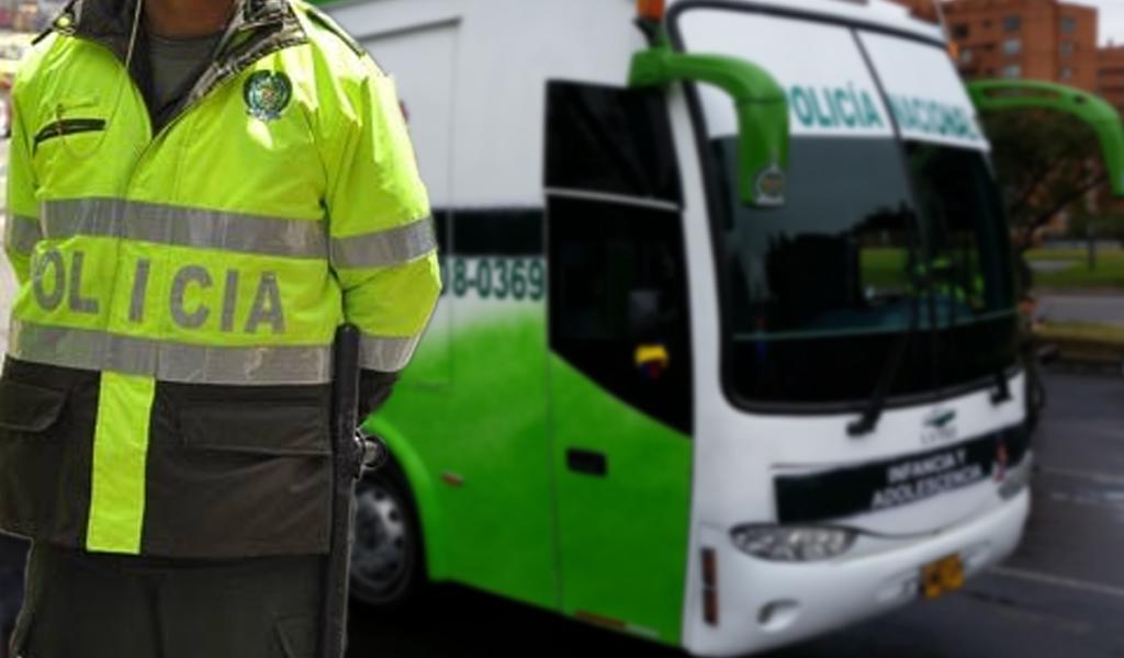 Así fue como un policía violó a una mujer en un bus